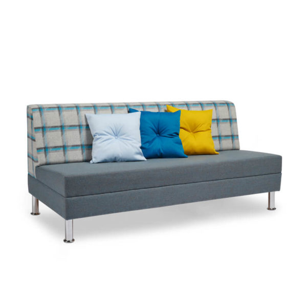 RI07 With Buttoned Cushion